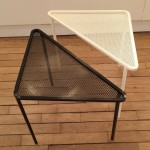 Paire de Petites Tables Triangles de Mathieu Mategot