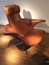 2_fauteuil_repose_pieds_stenerik_eriksson_cuir_design_meublesetlumieres.jpg