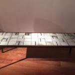 Table basse en carreaux emaillés de Mado Jolain