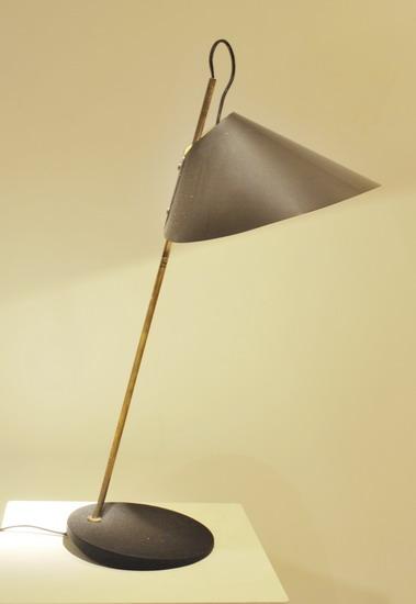4_lampe_de_bureau_caccia_dominioni_meubles_et_lumieres.jpg