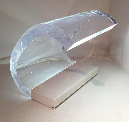 1_lampe_perspex_Joe_Colombo_edition_O_Luce_galerie_meubles_et_lumieres.jpg