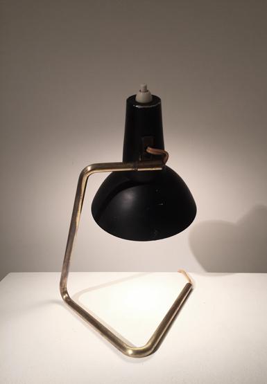 3_petite_lampe_bureau_sarfatti_design_galerie_meublesetlumieres.jpg