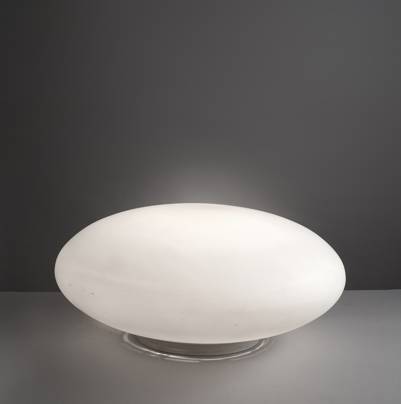 lampe galet mod le 10511 de joseph andr motte. Black Bedroom Furniture Sets. Home Design Ideas