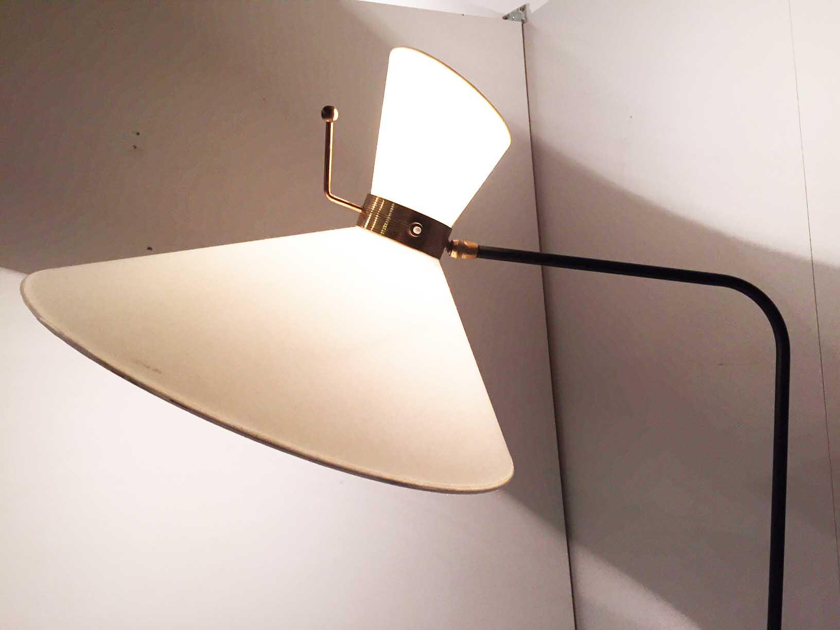 2_lampadaire_arlus_casquette_design_1950_meublesetlumieres.jpg