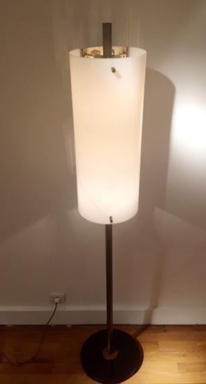arlus-lampadaire-metal-ajoure-perspex-1950-galeriemeublesetlumieres-paris-3.jpg