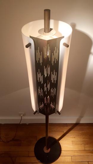 arlus-lampadaire-metal-ajoure-perspex-1950-galeriemeublesetlumieres-paris-4.jpg
