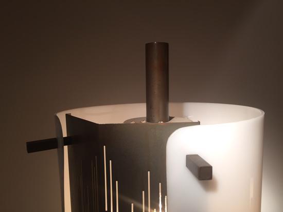 arlus-lampadaire-metal-ajoure-perspex-1950-galeriemeublesetlumieres-paris-6.jpg