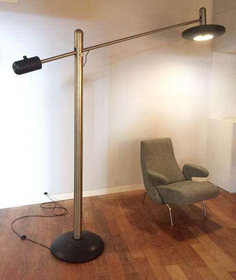 1_lampadaire_italien_en_acier_galerie_meubles_et_lumieres.jpg