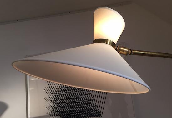 3_lampadaire_jacques_biny_laiton_plastique_design_meublesetlumieres.jpg