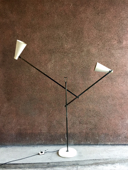 buzzi-franco-lampadaire-1950-design-italien-galerie-meublesetlumieres-paris-1.jpg