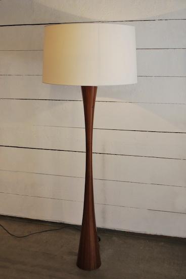 lampadaire en bois. Black Bedroom Furniture Sets. Home Design Ideas