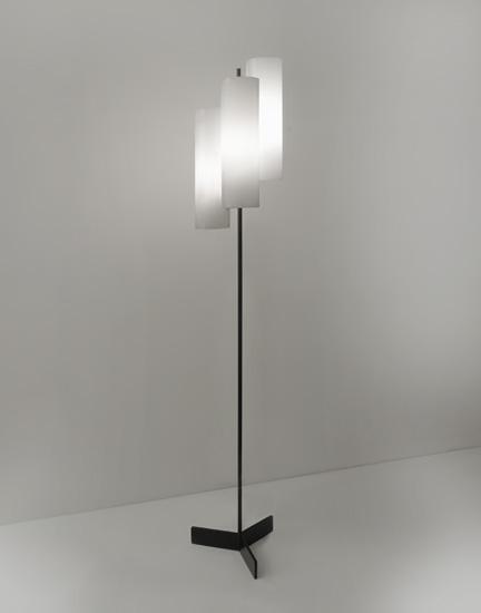 mathieu_lampadaire-tubes-perpex-1960_design_meublesetlumieres_1.jpg