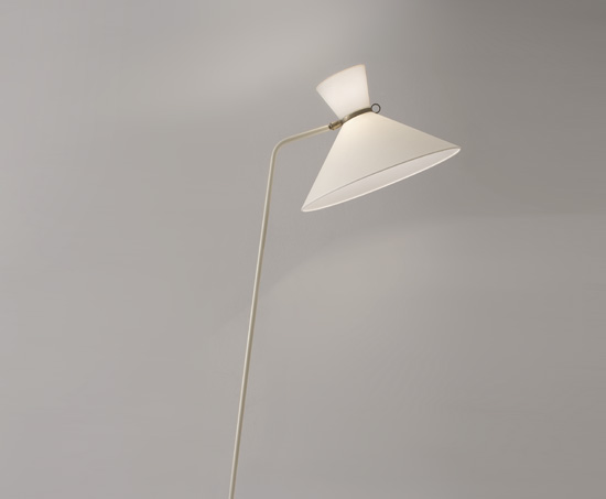 mathieu_lampadaire_lacque_blanc_base_contrepoids_1950_design_meublesetlumieres_2.jpg