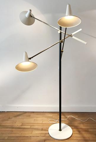 lampadaire triennale laqu blanc dition stilnovo. Black Bedroom Furniture Sets. Home Design Ideas