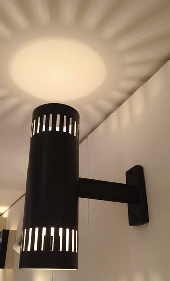 2_applique_cylindre_perforee_noire_Luminalite_Jacques_Biny_meubles_et_lumieres.jpg