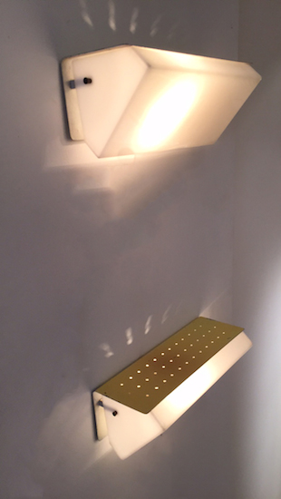 1_appliques_jaunes_perforees_jacques_biny_design_luminalite_meublesetlumieres.jpg