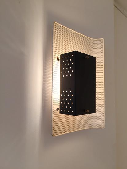 biny-jacques-luminalite-appliques-metal-perfore-224-1950-galeriemeublesetlumieres-paris-4.jpg