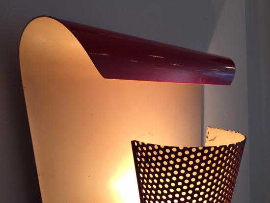 biny-paire-appliques-rouges-courbes-metal-perfore-luminaire-1950-galerie-meublesetlumieres-paris-4.jpg
