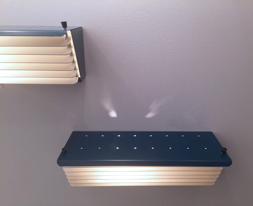 biny-appliques-bleu-volets-1950-luminalite-galeriemeublesetlumieres-paris-2.jpg