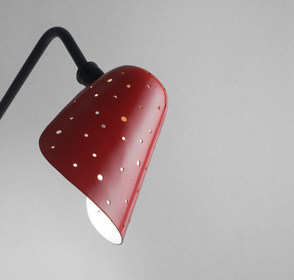 mathieu_applique_abatjour_cocotte_metal_perfore_rouge_1950_design_meublesetlumieres_3.jpg