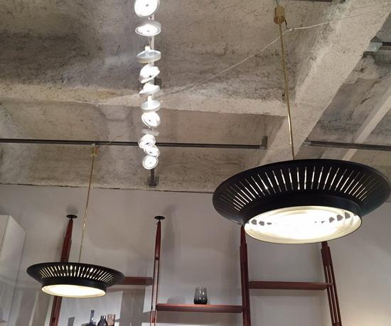 1_paire_de_grands_suspensions_Louis_Kalff_galerie_meubles_et_lumieres.jpg