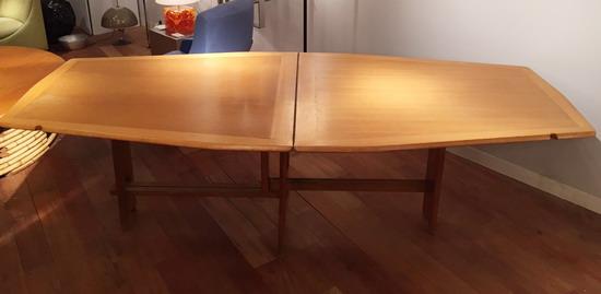 1_table_de_salle_a_manger_guillerme_et_chambron_meubles_et_lumieres.jpg