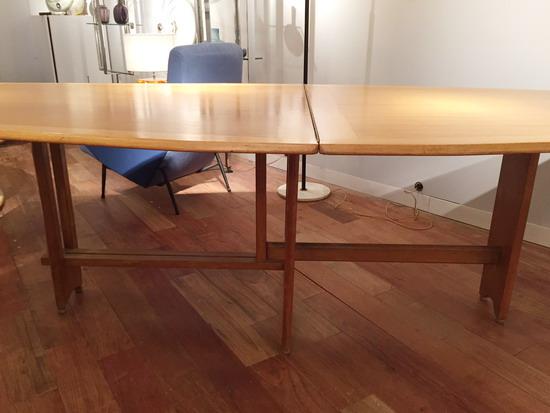 3_table_de_salle_a_manger_guillerme_et_chambron_meubles_et_lumieres.JPG