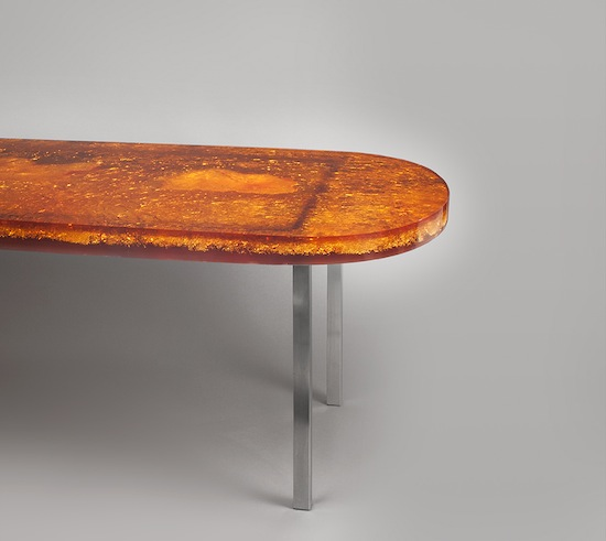 2_table_defouquieres_resine_orange_design_1950_meublesetlumieres_pad.jpg