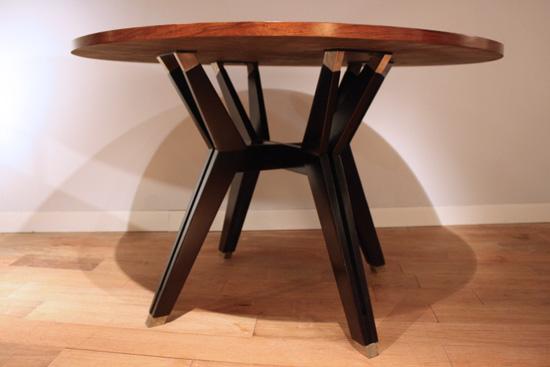 table ronde en palissandre de ico parisi. Black Bedroom Furniture Sets. Home Design Ideas