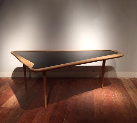 table_basse_ramos_charles_forme_libre_1950_galerie_meublesetlumieres_paris_1.jpg