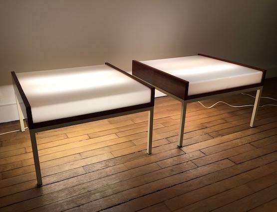 2_tables_basses_eclairantes_baillon_acajou_perspex_design_galerie_meublesetlumieres.jpg