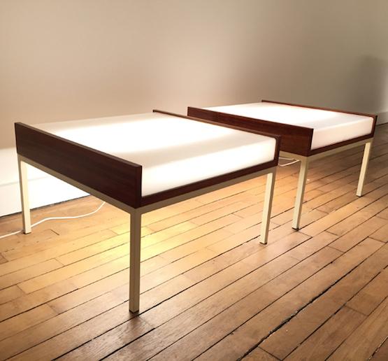 3_tables_basses_eclairantes_baillon_acajou_perspex_design_galerie_meublesetlumieres.jpg