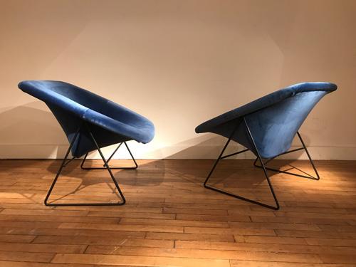Paire_fauteuils_bleu_corb_ARP_3.jpg