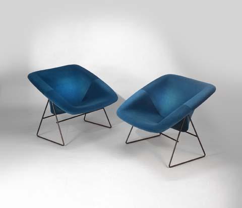 Paire_de_fauteuils_Corb_bleu_de_ARP_tissu_kvadrat_1.jpg