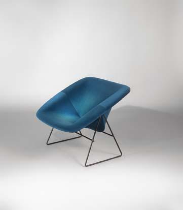 Paire_de_fauteuils_Corb_bleu_de_ARP_tissu_kvadrat_2.jpg