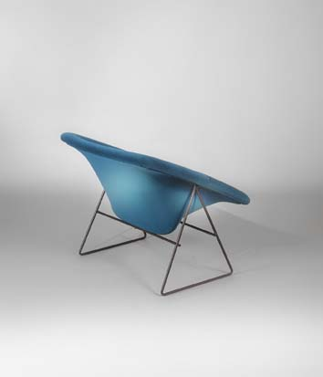 Paire_de_fauteuils_Corb_bleu_de_ARP_tissu_kvadrat_3.jpg