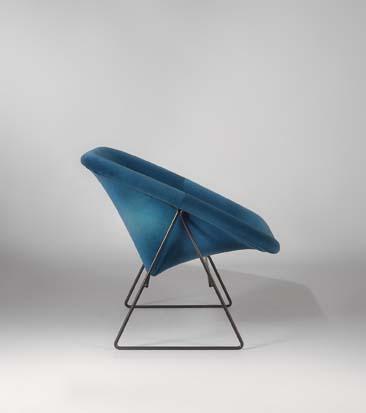 Paire_de_fauteuils_Corb_bleu_de_ARP_tissu_kvadrat_4.jpg