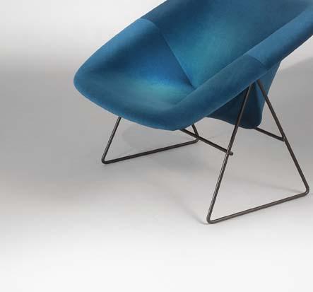 Paire_de_fauteuils_Corb_bleu_de_ARP_tissu_kvadrat_5.jpg