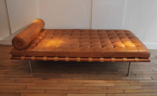 mies_van_der_rohe_barcelona_knoll_galerie_meubles_et_lumieres_1.jpg