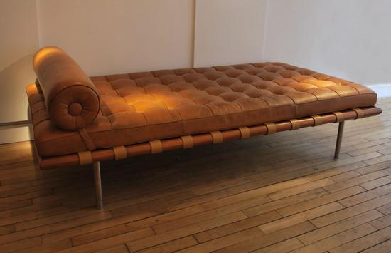 mies_van_der_rohe_barcelona_knoll_galerie_meubles_et_lumieres_2.jpg