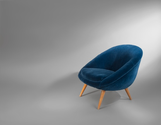 1_fauteuil_oeuf_velours_mohair_design_bleu_meublesetdesign_pad.jpg