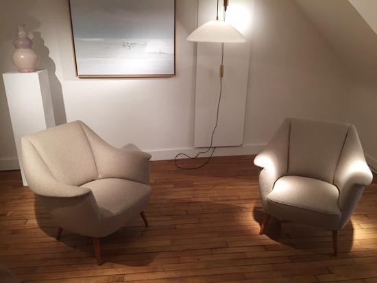 paire_fauteuils_italiens_beiges_1950_galeriemeublesetlumieres_paris_1.jpg