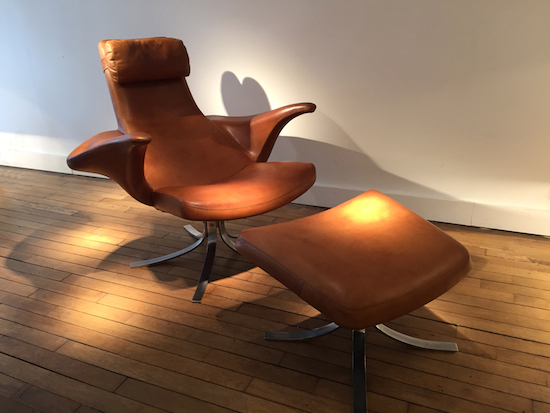 1_fauteuil_repose_pieds_berg_erickson_cuir_design_meublesetlumieres.jpg