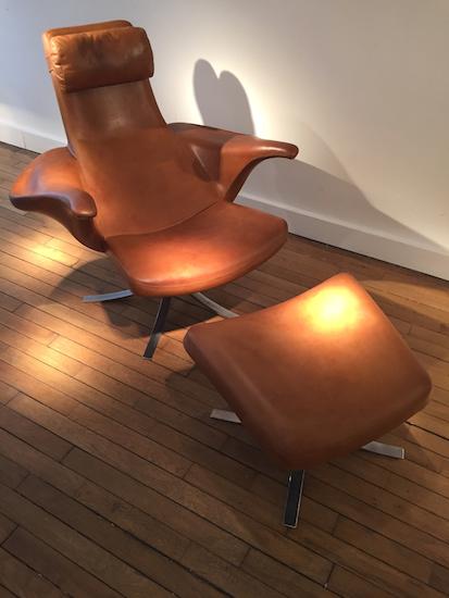 3_fauteuil_repose_pieds_stenerik_eriksson_cuir_design_meublesetlumieres.jpg