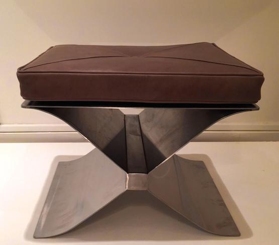 1_tabouret_francois_monnet_inox_cuir_Edition_Kappa_1970_design_meubles_et_lumieres.jpg