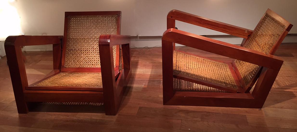 paire de fauteuils de style colonial acajou massif 1930. Black Bedroom Furniture Sets. Home Design Ideas