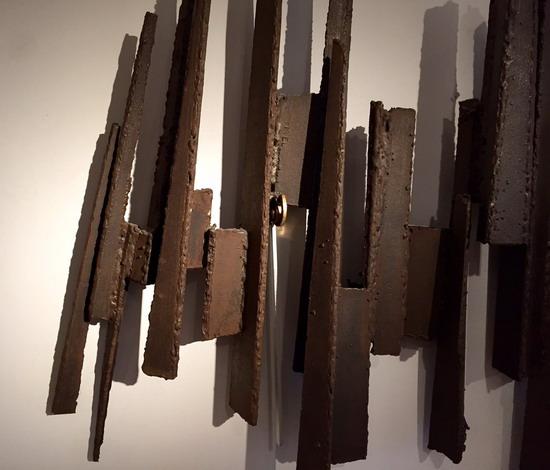 2_sculpture_murale_en_acier_Michel_Pinel_1960_galerie_meubles_et_lumieres.jpg