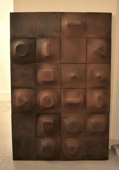 1_plaque_roger_tallon_fonte_de_fer_meubles_et_lumieres.jpg