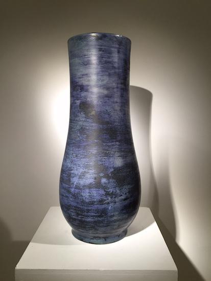 2_vase_blin_bleu_ceramique_design_meublesetlumieres.jpg