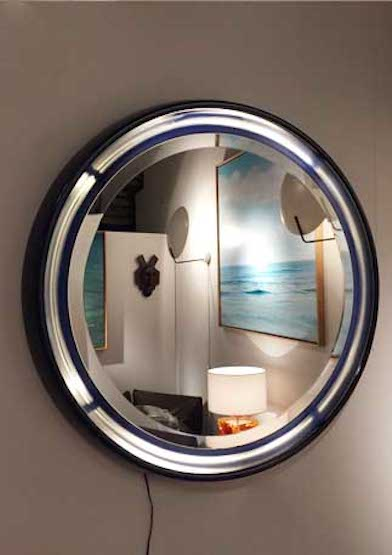 miroir rond clairant en r sine travail italien des ann es 1960. Black Bedroom Furniture Sets. Home Design Ideas